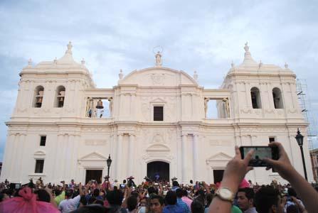 Miles de católicos celebraron en la ciudad de León la gritería chiquita en honor a la Asunción de María