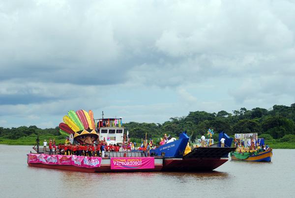 Octava edición del carnaval acuático de río san juan en exitosa jornada octubre victorioso