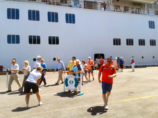Llega a Corinto quinto crucero de la temporada