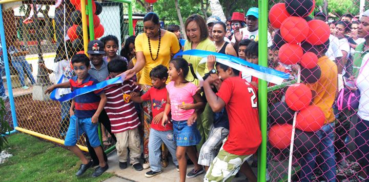 Intur inaugura área de juegos infantiles en centro turístico de Granada