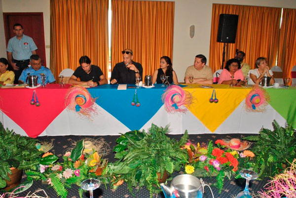 INTUR realiza mesa de trabajo empresarios turisticos que atienden a turistas de cruceros