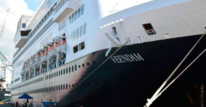 Crucero Veendam atraca en Corinto con más de un mil seiscientos turistas