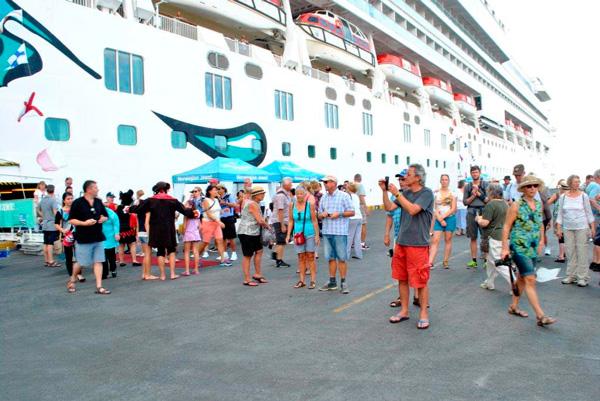 Crucero con más de 3,500 personas atraca en puerto Corinto