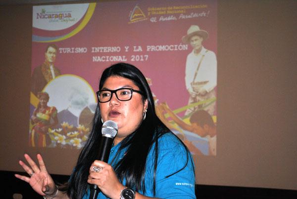 La Directora de promoción y mercadeo del INTUR, Ana Carolina García compartió los objetivos y acciones de promoción nacional del próximo año.