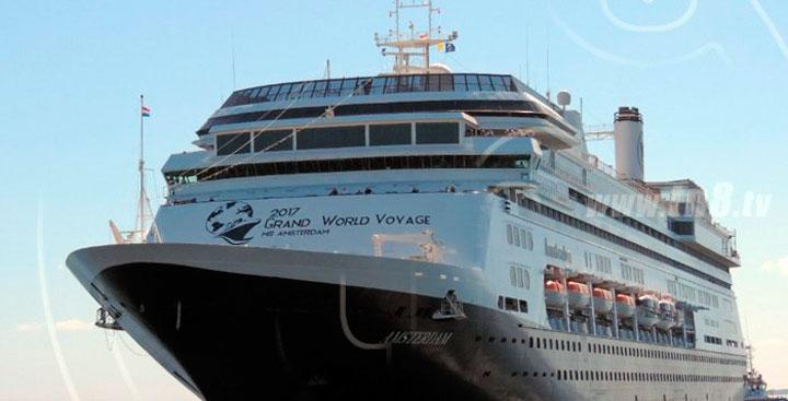 Amsterdam, cuarto crucero de la semana en puerto Corinto