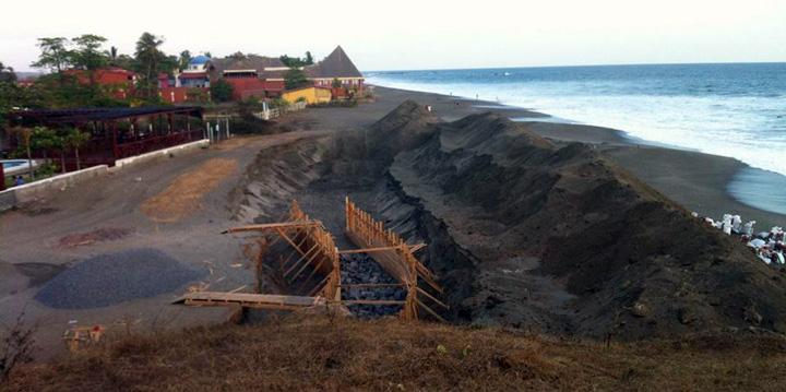 Construyen mirador en La Peña del Tigre, en Poneloya