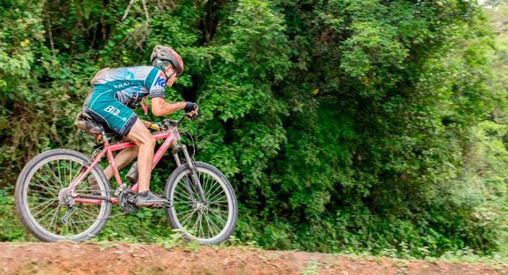 Cerro El Arenal atrae a más de 200 ciclistas