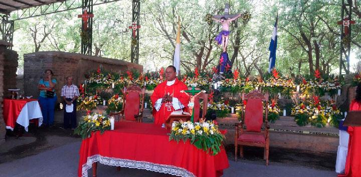 Leoneses inician Semana Santa con misa campal en León Viejo