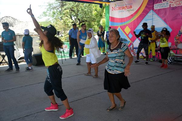 Miles de nicaragüense viven la alegría en Xiloá