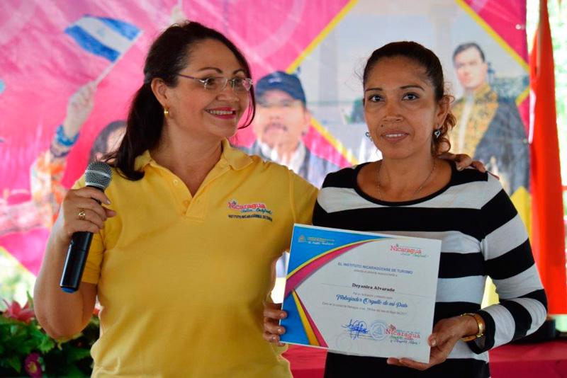 Entregan reconocimientos a empresarios del sector turismo