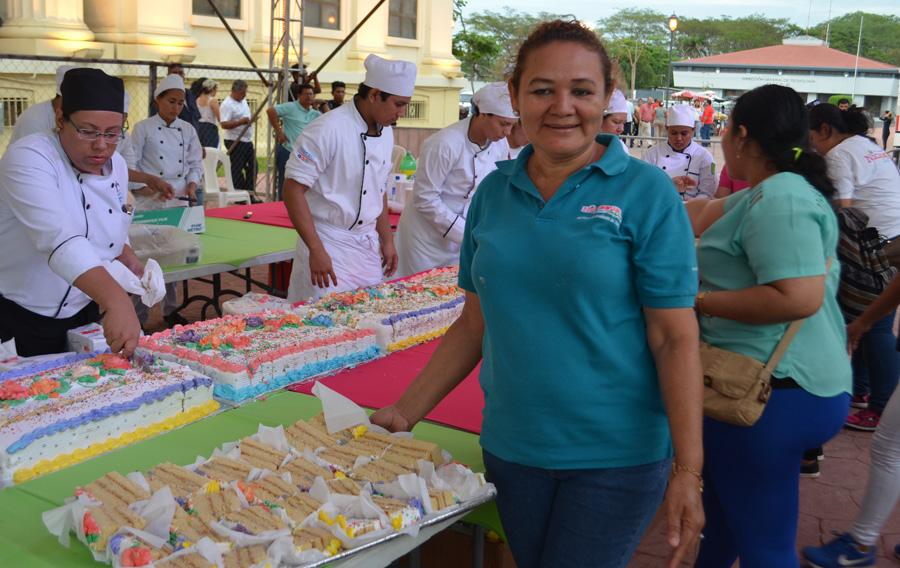 Madres celebran su día con mega mariachis