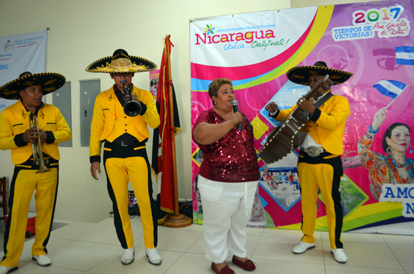 Intur Managua entrega reconocimiento a madre ejemplar e innovadora