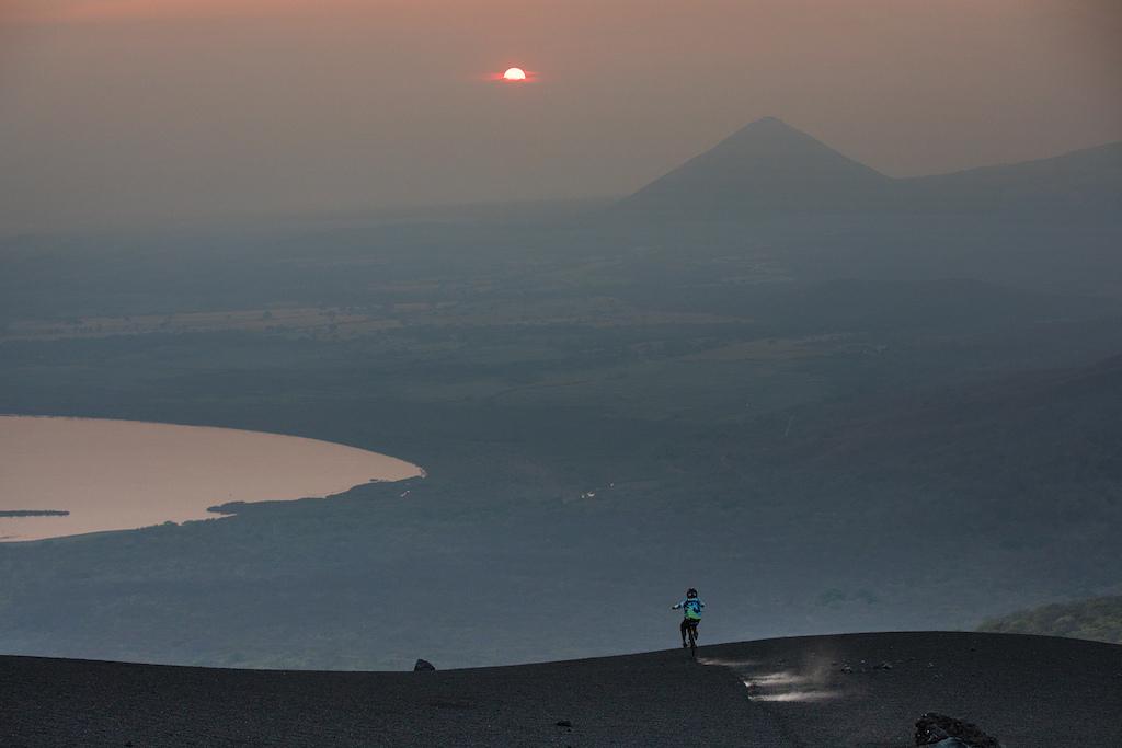 pelicula-volcanico-nicaragua- Brian Nevins